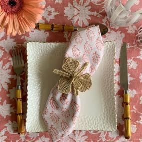 La-Vie-en-Rose-table